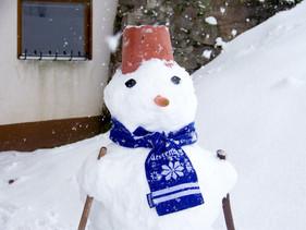 Jessis Schneemann freut sich über Kälte und Neuschnee