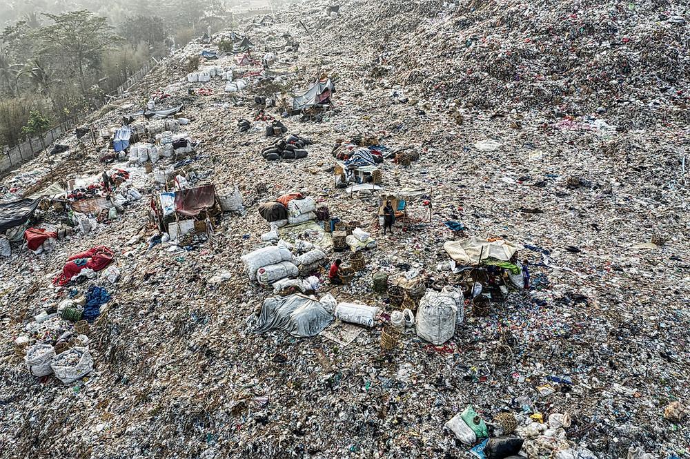 Sanitation workers in landfills