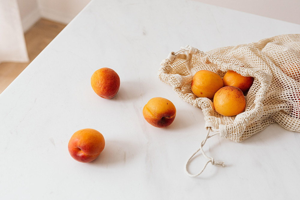 A couple of oranges and a reusable shopping bag