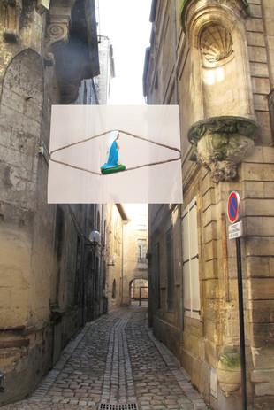 """Agora Bordeaux 2014, biennale du design,  de l'urbanisme et  de l'architecture  """"Les impasses sont le lieu  de mes plus belles inspirations""""(Milan Kundera)  Installations thématiques  dans huit impasses du centre-ville.  Composition photographique en studio. 3/8"""