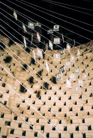 Journées du Patrimoine  Installation photographique  avec l'artiste Nadia Schmidt d'un vers de Paul Eluard dans un pigeonnier du XVIIème siècle, Touraine  (2005)