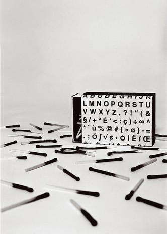 Le mot juste  Composition photographique en studio