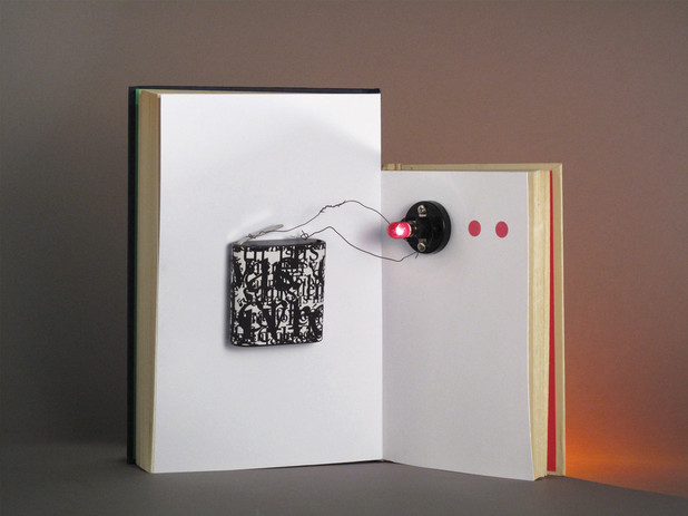 """Le Monde Magazine """"En lisant et en écrivant"""" 2/5  Composition photographique en studio (2009)"""
