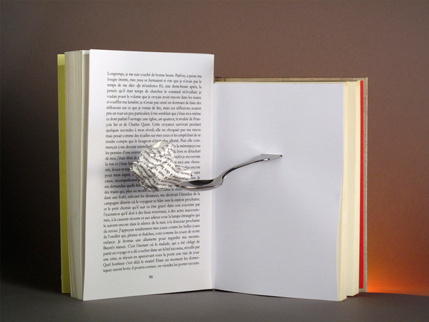 """Le Monde Magazine """"En lisant et en écrivant"""" 1/5  Composition photographique en studio (2009)"""