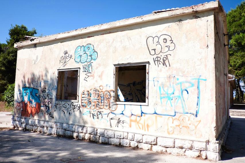 Ein verlassenes Schulgebäude