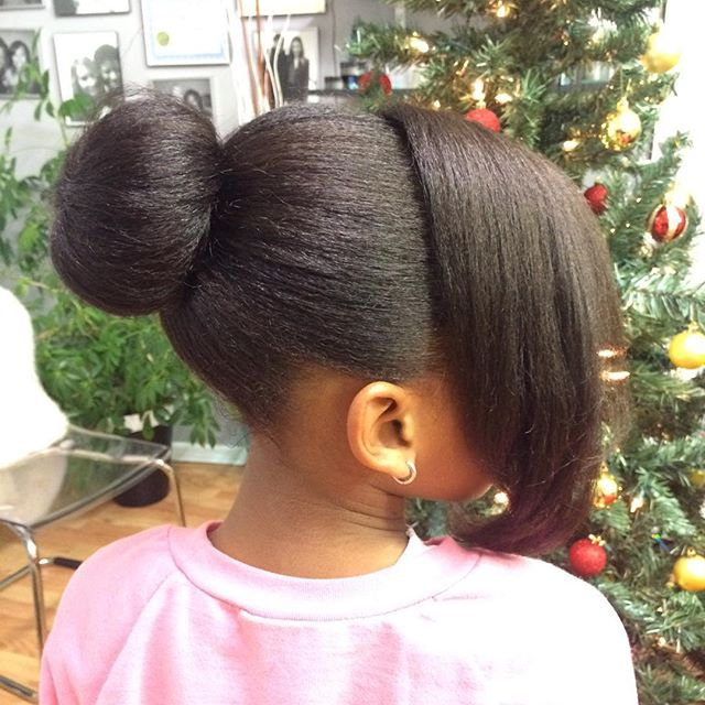 This little princess is ready for 🎅🏾🎄 #hairbyananodaclark _thestaceyciceronstudio #naturalkids #n