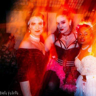 Me with Felina Onyx (left) and Velvet Sparks (right) at the House Of Burlesque End Of Winter Ball!