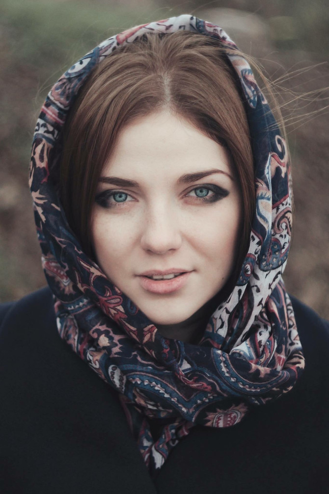 The mornings in Virginia have turned chilly. Use a scarf to protect your skin from the cold air.