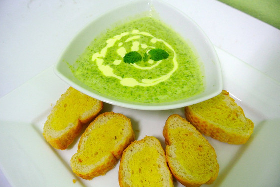 Sprout, Spinach & Mint Soup