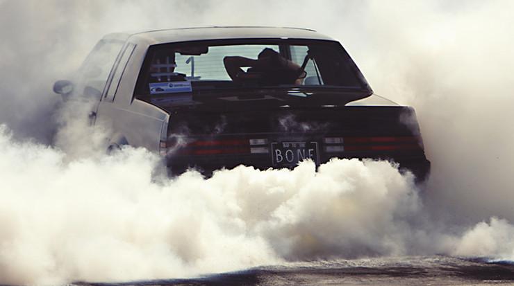 Auto in de Rook
