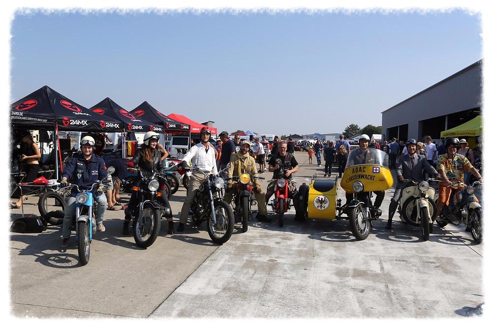 Motorrad Garage und Freunde