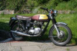 Stylmartin Oxford Schuhe passen gut zu klassischen Triumph Motorrädern.