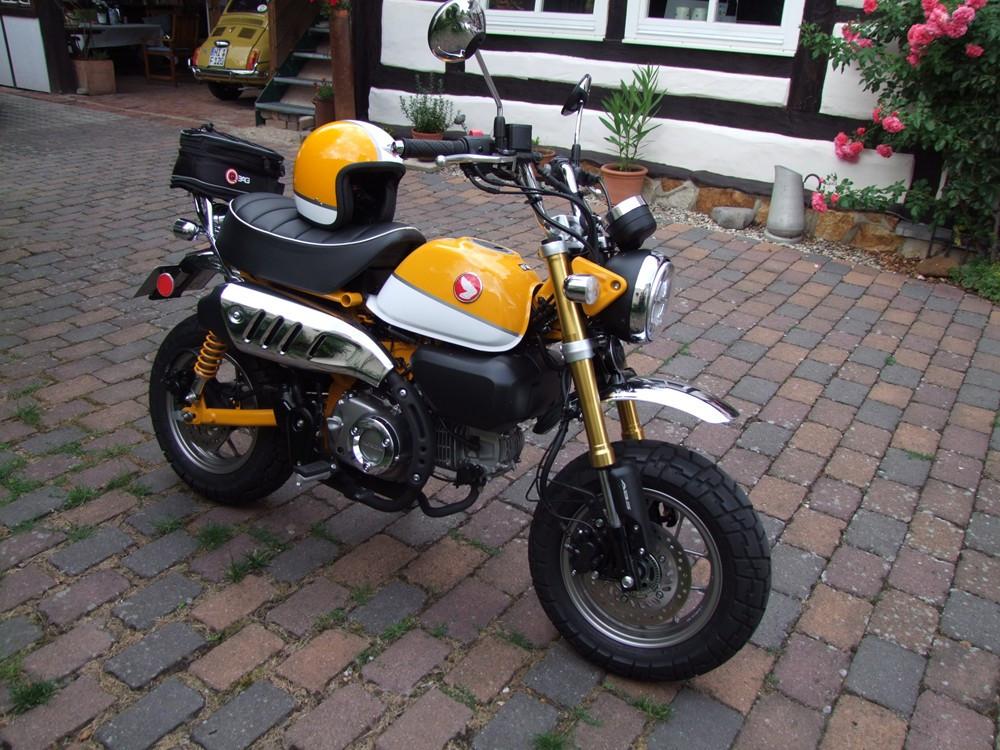 Honda Monkey mit Davida Helm