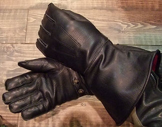 Handschuh_eng._Stulpe.JPG