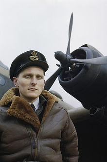 Lammfelljacke an Bomberpilot der RAF