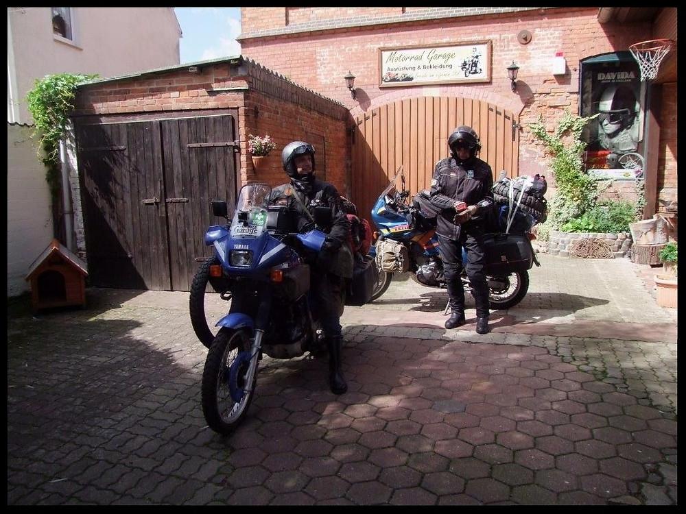 Abfahrt von der Motorrad Garage aus Borsum.