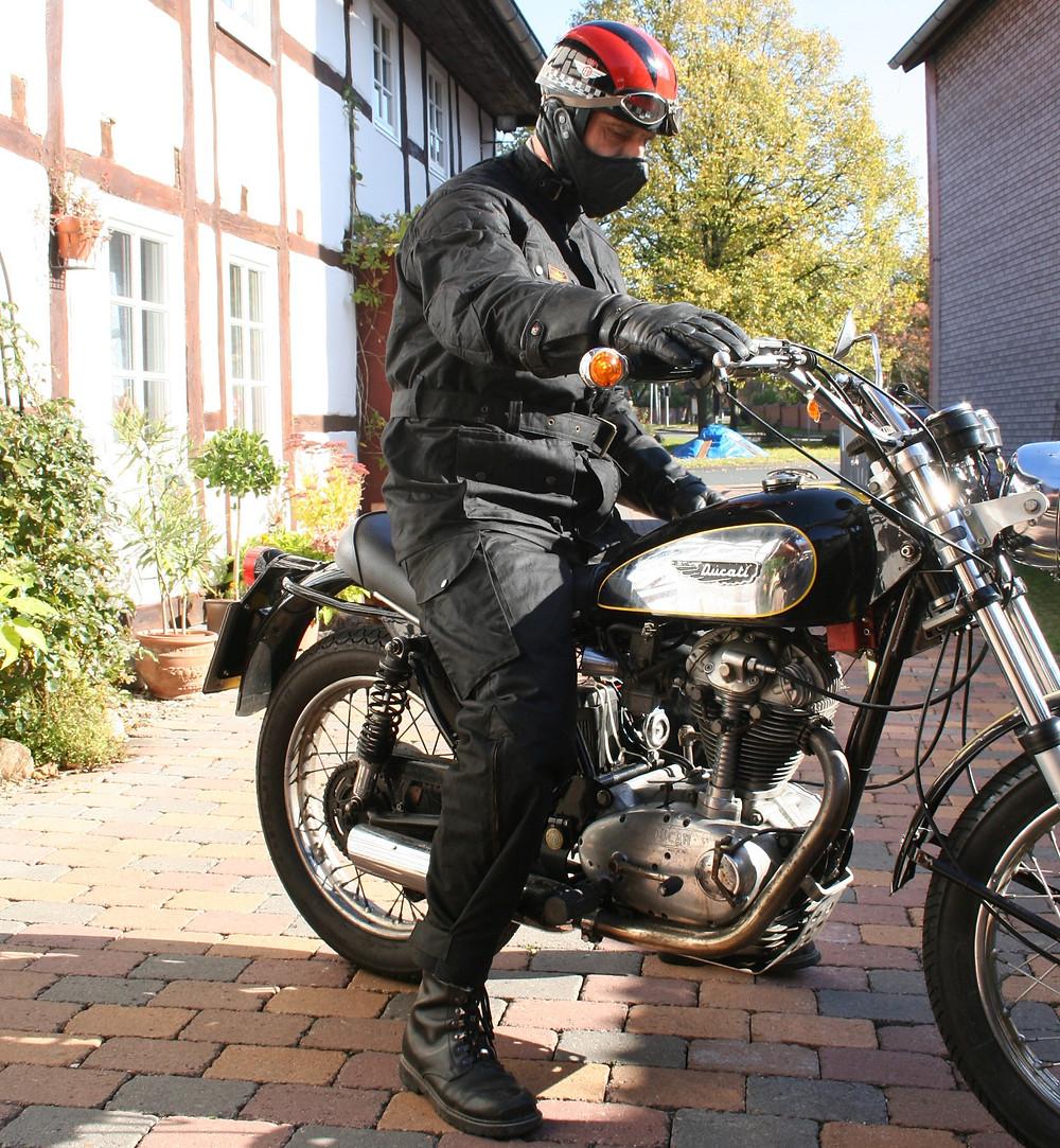 SunStuff Motorradjacke Wachsjacke auf Motorrad
