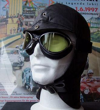 Cabriokappe aus weichem Leder mit Cabriobrille Spyder.