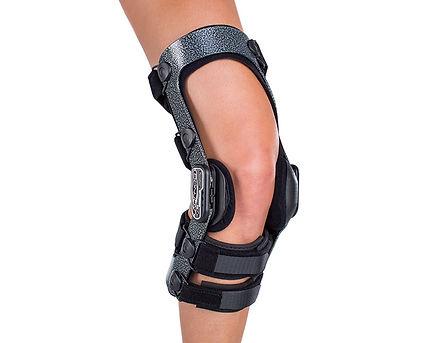 donjoy-ski-armor-knee-brace-with-fourcep