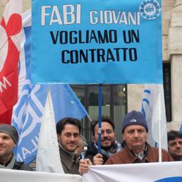 protesta-bancari-fabi-fotogramma-U10175353656wNC--258x258@IlSole24Ore-Web.jpg