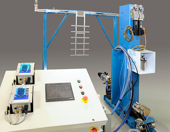 Modular test panel spray paint machine, vertical, with integration of paint supply and atomizers