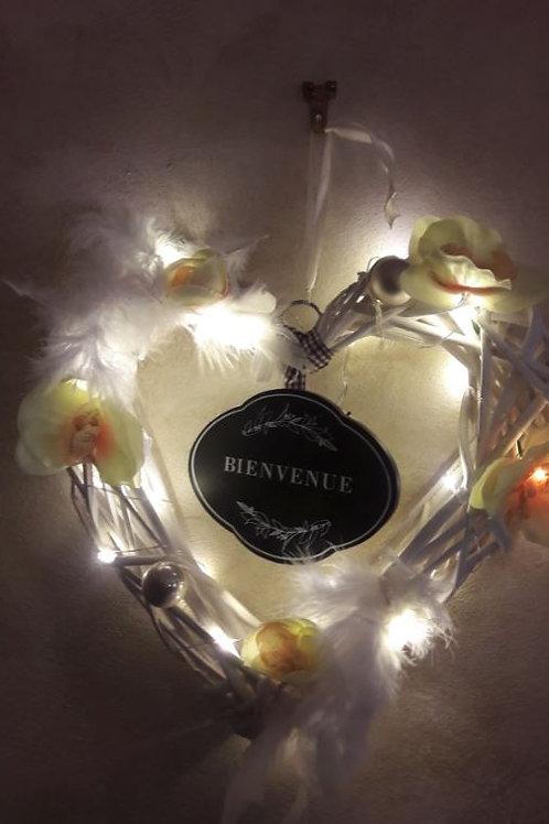 """Coeur osier blanc """"Bienvenue"""" décoration jaune et or"""