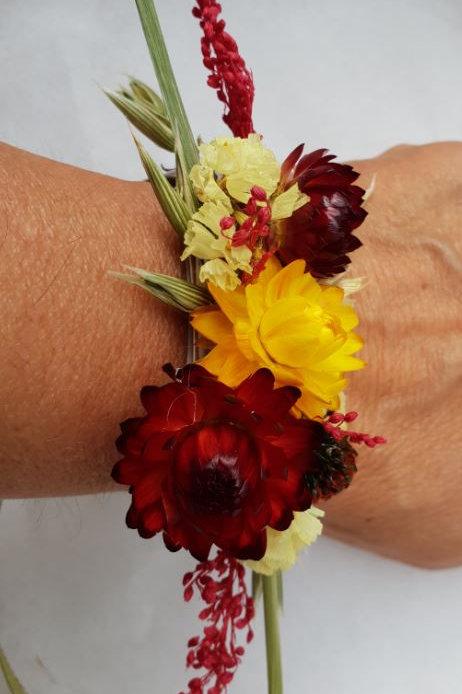 Bracelet de fleurs séchées ton jaune et bordeaux