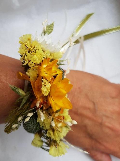 Bracelet de fleurs séchées ton jaune or