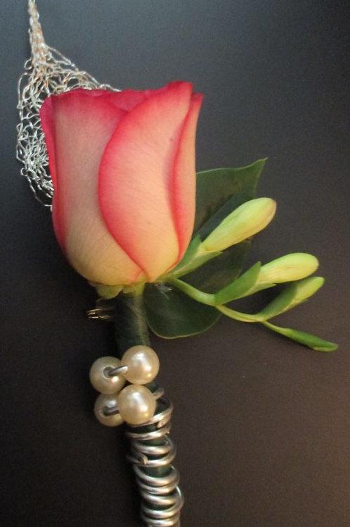 Boutonnière 1 Composée d'une Rose