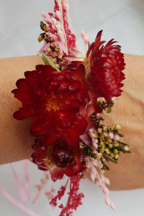Bracelet de fleurs séchées ton bordeaux et rose