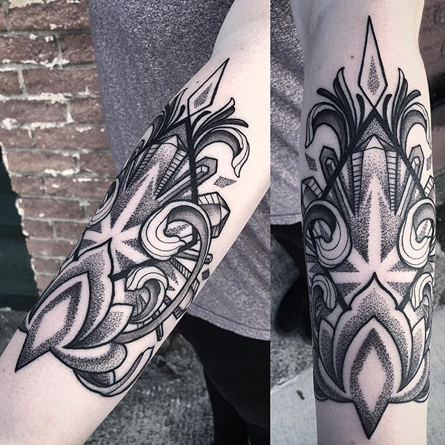 A cool crystal cuff design #dotwork #linework #blackwork #crystalwork _offthemaptattoo
