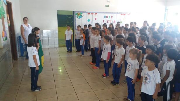 Comemoração dia da Bandeira na Escola Bento