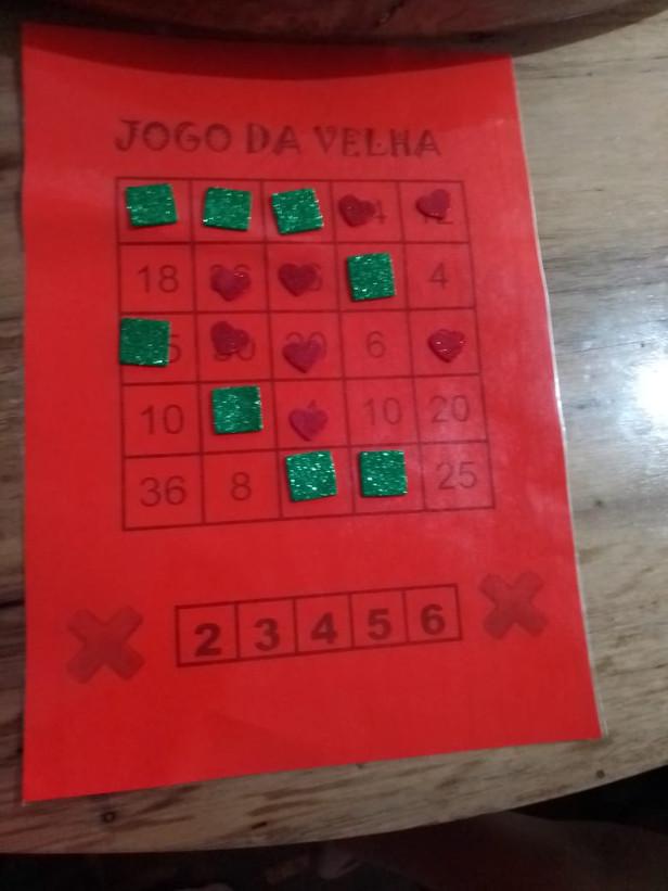 3°ano A, professora Maria Aparecida, jogo da velha da tabuada. Escola Municipal Professora Elizabete