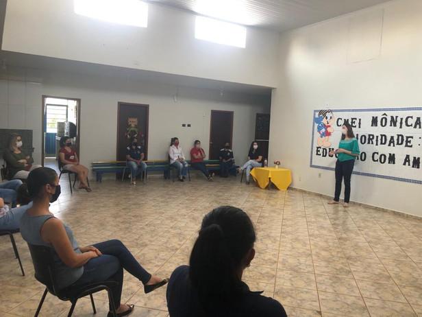 Reunião com a Fonoaudióloga Fernanda com Mães CMEI MÔNICA para orientação e dicas para estimular o D