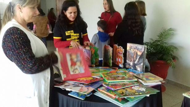 Secretaria da educação fez aquisição de novos livros infantis para o Comboio do Saber