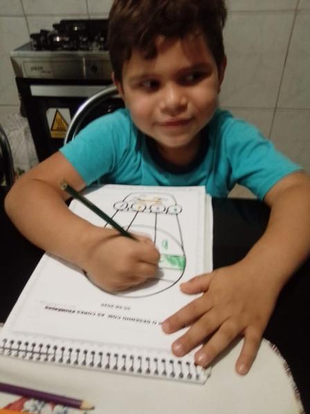 CMEI Maria de Lourdes, infantil V professora Nabila . Cores primárias e secundárias.