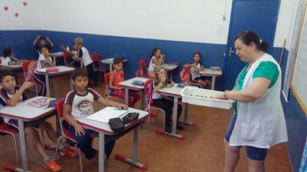 Alunos do 2º ano fazem esfirra no Projeto JEPP na Escola Prof. Elizabete
