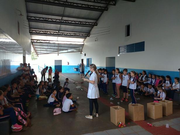 Trabalho de prevenção contra a Dengue é realizado nas Escolas Municipais em parceria com Secretaria