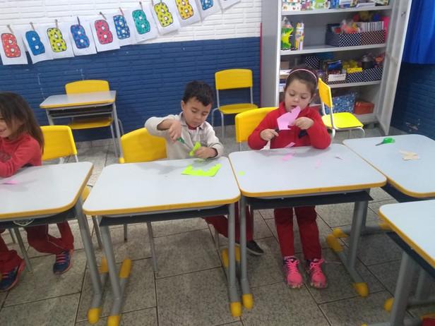As Borboletas, trabalho realizado pela professora Emília com Infantil lV da Maria de Lurdes