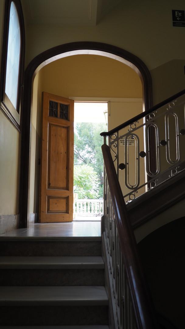 Escaleras que dan al Jardín