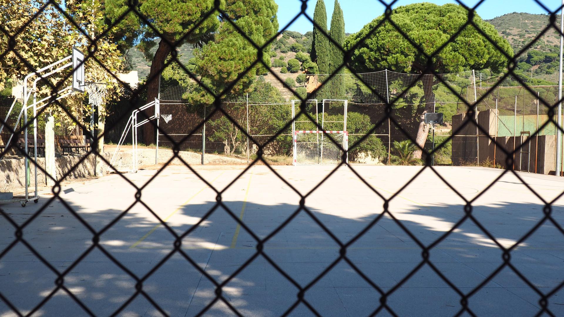 pistas de basquet y de futbol