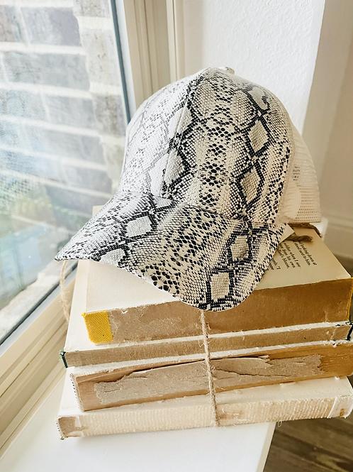 Pony pattern hat