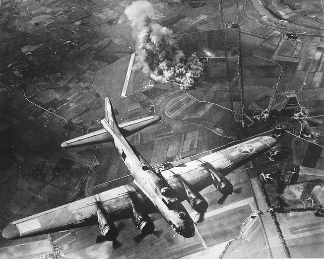 410th_Bombardment_Squadron_-_B-17_Flying