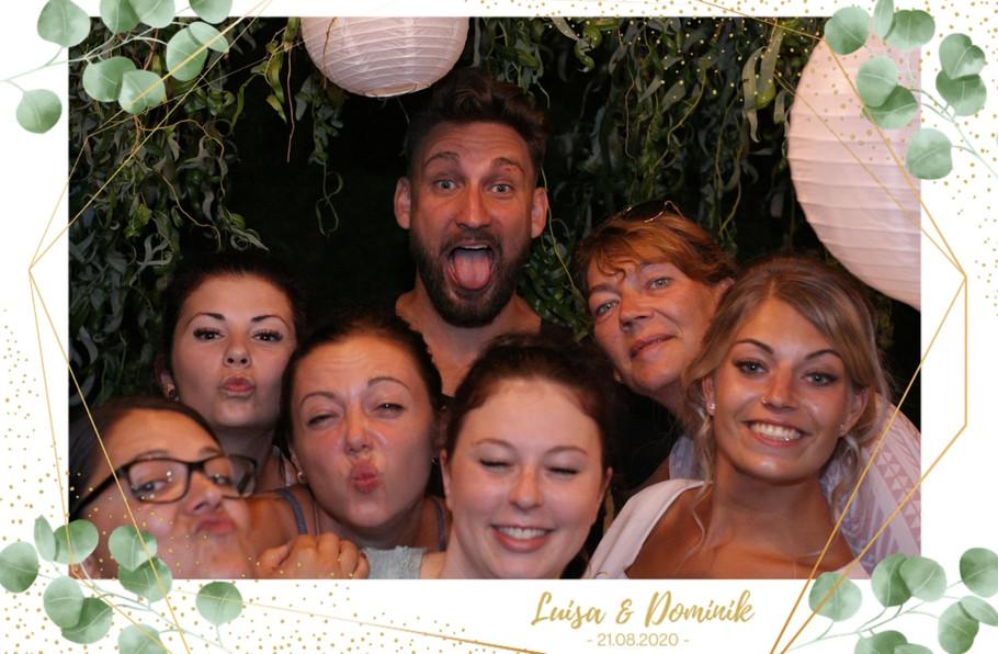 Fotobox_Beispielbild_Gruppe_Rahmen_Hochzeit_Sofort_Druck