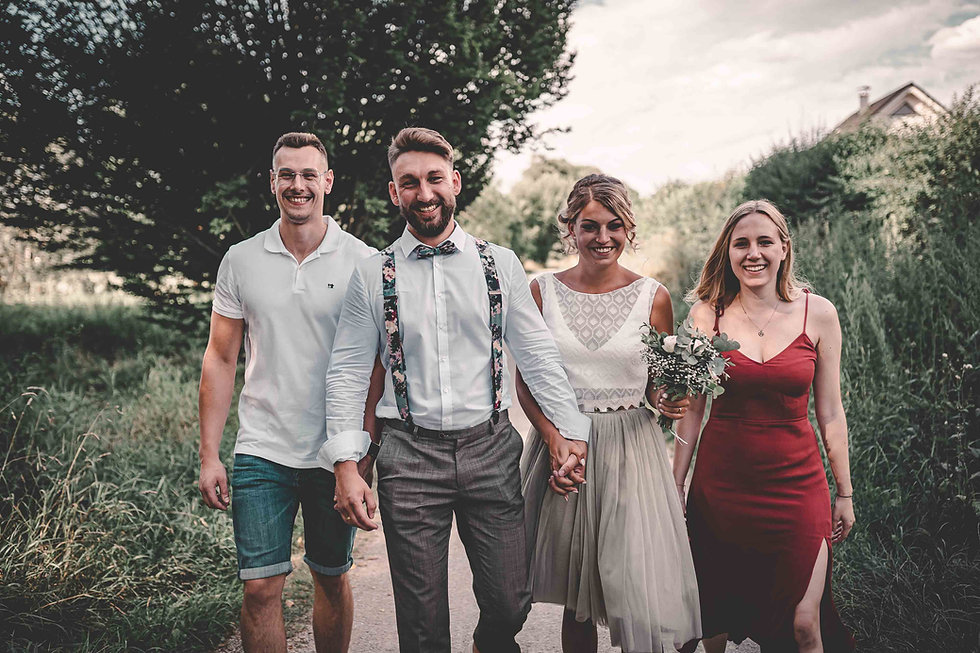 Brautpaar mit Trauzeugen Coburg Hochzeitsfotografie.jpg