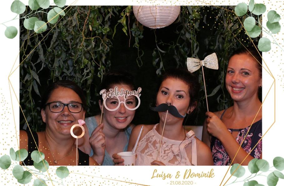 Fotobox_Beispielbild_Verkleidungsmaterial_Rahmen_Hochzeit_Sofort_Druck
