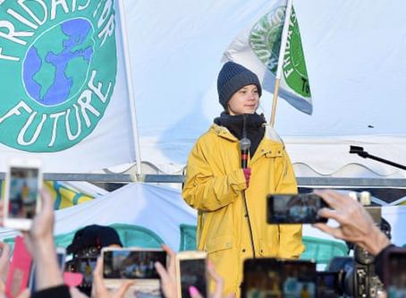 グレタ・トゥーンベリさんと環境アクティビスト仲間がダボス会議でグローバルリーダーに要求 The Guardian