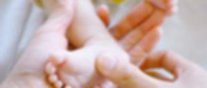 Massage pied bébé