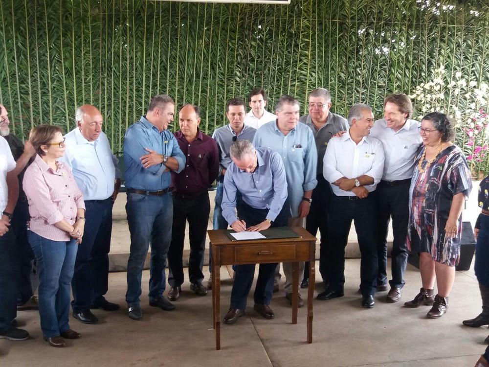 Temer assina decreto em Miranda, no Pantanal de MS (Foto: Anderson Viegas/G1 MS)