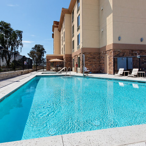 Time for some swimming at the Holiday Inn!